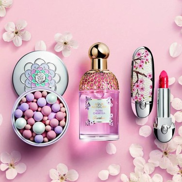El labial con la carcasa más bonita que hemos visto en mucho tiempo lo tiene Guerlain en su edición limitada de maquillaje Cherry Blossom