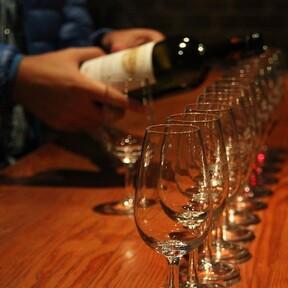 Los mejores 21 artículos para disfrutar de una copa de vino, este Día mundial del Malbec, de 500 pesos o menos en Amazon México