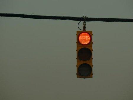 En Illinois podrían permitir saltarte los semáforos en rojo si vas en moto