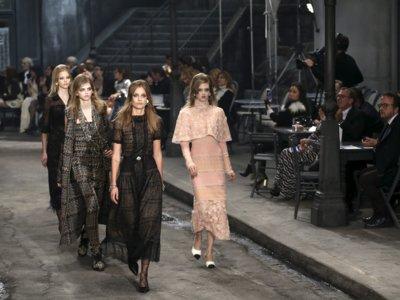 De París a Roma, Chanel Métiers d'Art 2016 reúne moda y cine en los estudios Cinecittà