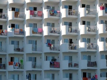 "El ""balconing"" o ""la Gran Charly"""