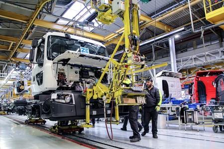 Renault empieza a fabricar en Francia sus camiones eléctricos, con 200 km de autonomía y perfectos para la recogida de basura