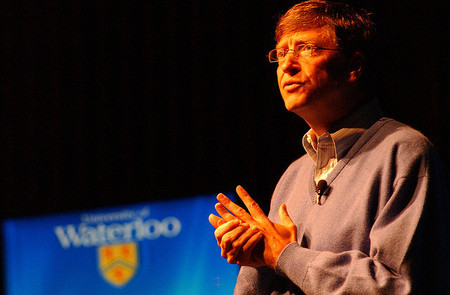 Bill Gates invierte en FCC: favor con favor se paga