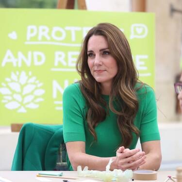 Kate Middleton nos conquista con un sencillo look en verde perfecto para poner el punto de color al otoño