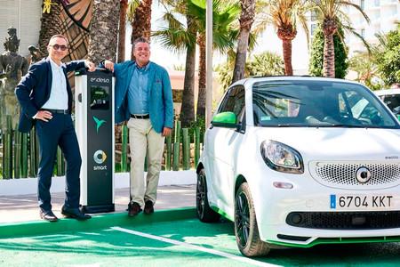 Endesa y smart inauguran una red de recarga pública para coches eléctricos