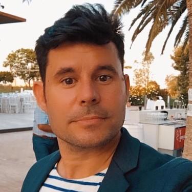 'Tropecé de nuevo y con la misma piedra': el hijo que Julio Iglesias no quiere reconocer vuelve a la carga con la ley
