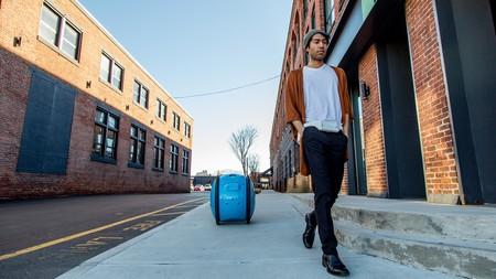 Los chicos de Vespa han creado un carrito de la compra autónomo, te persigue como si fuera R2-D2