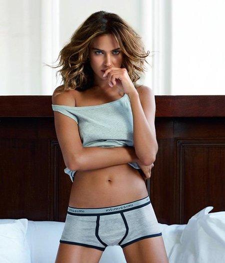 Irina Shayk se anima con la ropa interior masculina como imagen de Intimissimi Uomo