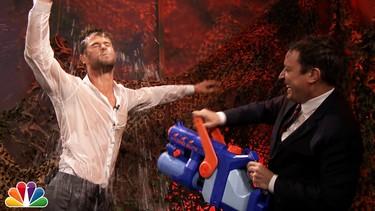 Chris Hemsworth bailando con la camisa mojada ¡Gracias Señor!