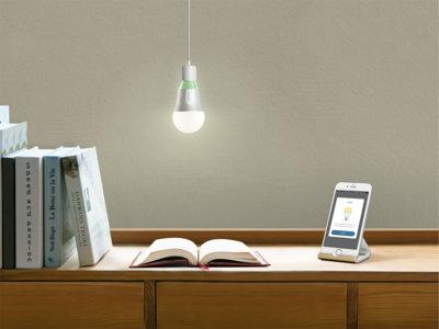 Estas bombillas LED de TP-Link se conectan a la red WiFi de casa para que las controles desde el móvil