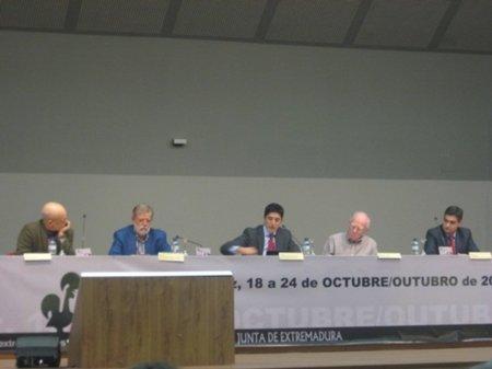 """Rodríguez Ibarra a Teddy Bautista: """"ganarán los ciudadanos y perderán las discográficas"""""""