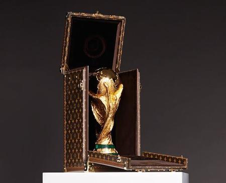2014-world-cup-louis-vuitton-trophy-case.jpg