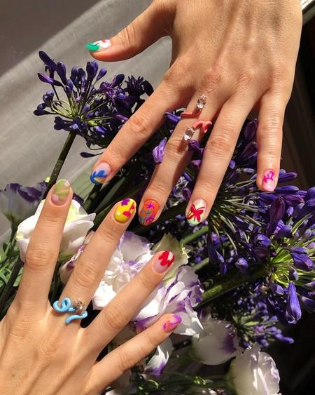 El estampado floral es uno de los favoritos en el mundo de la moda, y también del nail art: 9 diseños para marcar la diferencia
