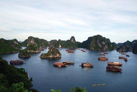 Vietnam: Explorar la Bahía de Ha Long con un velero de junco
