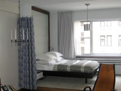Una buena idea cortinas para separar el dormitorio en un - Cortinas salon pequeno ...