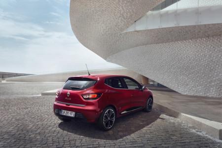 El Renault CLIO se renueva sutilmente: añade faros LED y estrena motores