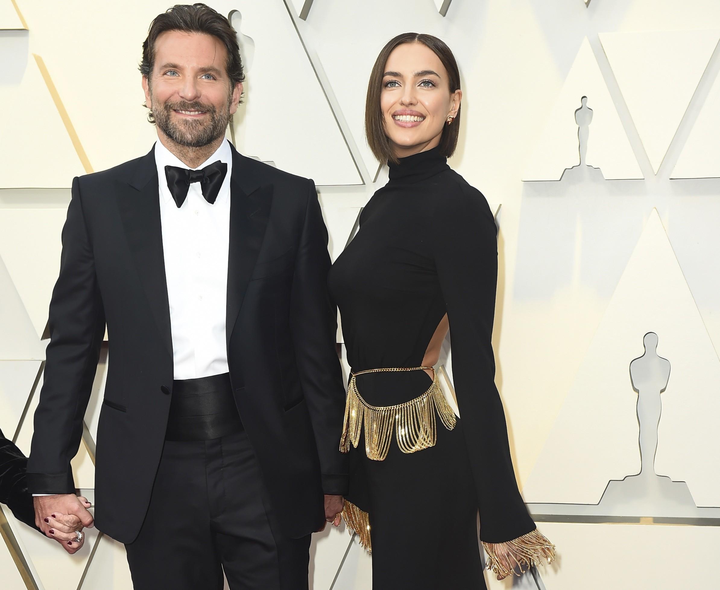 Premios Oscar 2019  Irina Shayk se apunta a la elegancia del color negro  para pisar la alfombra roja f5ad7664df5e5