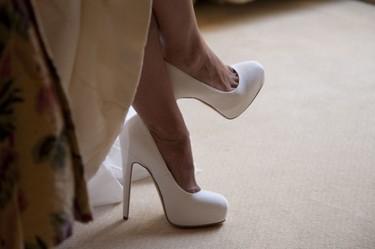 11 zapatos de color blanco para ser la más cool el día de tu boda. ¡Ya es tiempo de olvidar a Carrie Bradshaw!