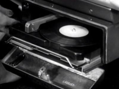 Así fue como Chrysler se empeñó en que pudieras pinchar discos de vinilo en tu coche