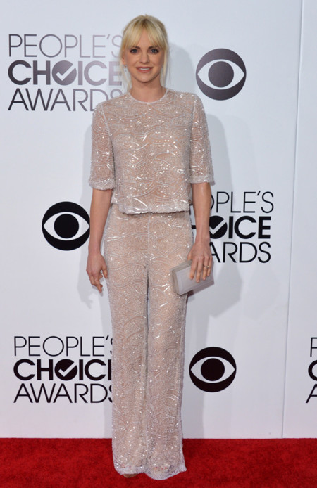 Peoples Choice Awards 2014 tendencias en vestidos de fiesta Anna Faris apliques Naeem Khan