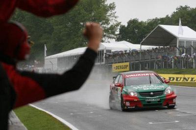 BTCC: 2 de 3 para Giovanardi en Brands Hatch