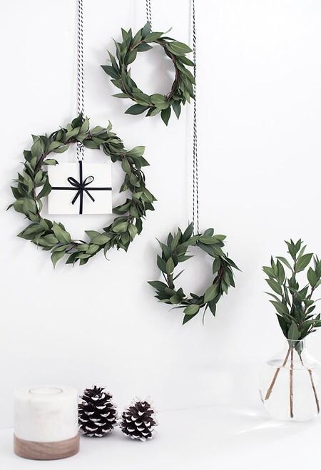 Dos DIY muy sencillos para crear tu propia corona de Navidad