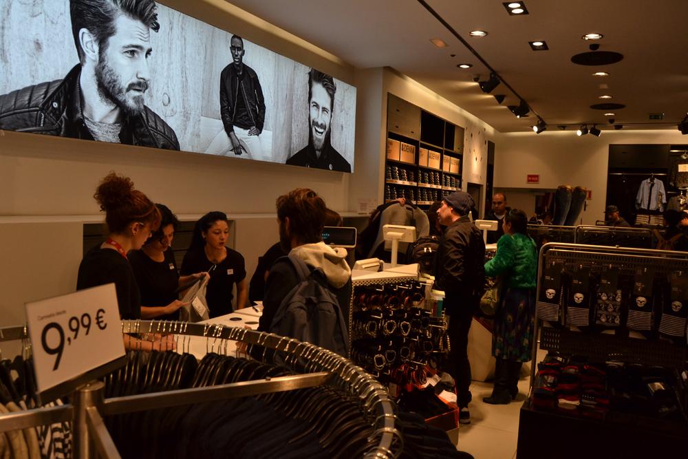 Foto de Alexander Wang x H&M, la colección llega a tienda (Madrid, Gran Vía) (6/27)
