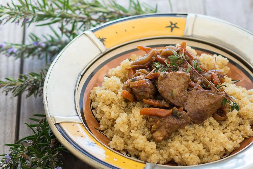 Solomillo de cerdo especiado con hortalizas y quinoa. Receta
