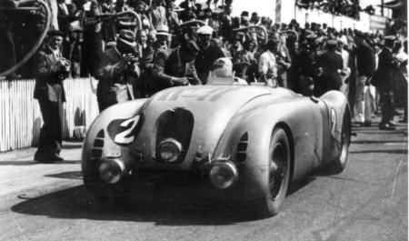 El ganador de Le Mans 1937-jean-pierre-wimille-in-the-typ-57g-tank