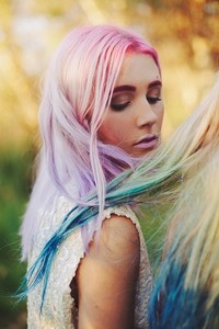 El Hair Chalking la forma más sencilla de conseguir las mechas de colores más deseadas