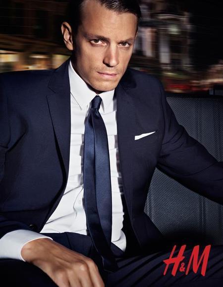 Traje azul oscuro campaña H&M otoño 2012