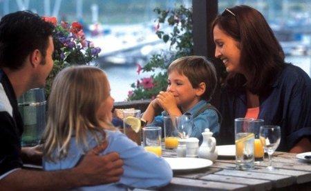 familia en el restaurante