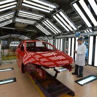 La fabricación de coches, amenazada por la escasez de semiconductores: habrá menos producción y precios más caros