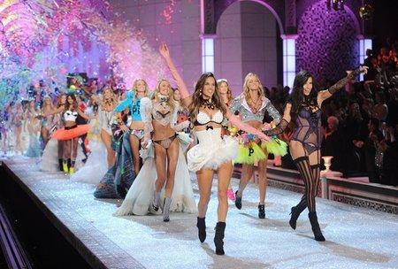 El desfile de Victoria Secret 2011: ¡ni el museo del jamón, hoygan!