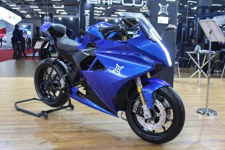 Eléctrica, con 70 cv y 200 km de autonomía: La Emflux One quiere poner las pilas a las motos deportivas medias
