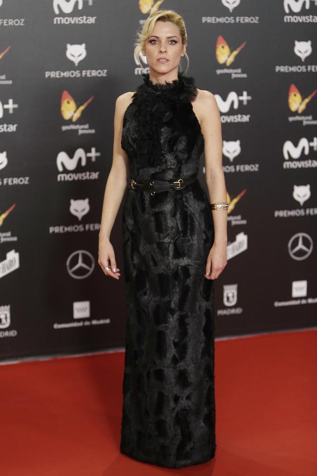 premios feroz alfombra roja look estilismo outfit Maggie Civantos