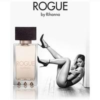 Qué mejor forma de promocionar un perfume de Rihanna, que con un despelote