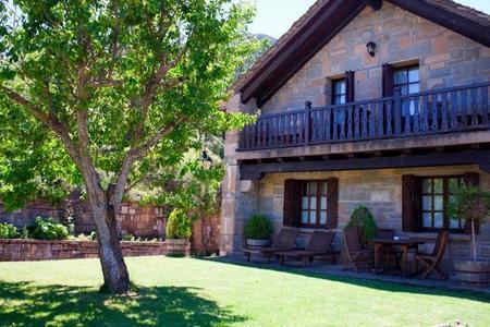 El Mirador de los Pirineos, un hotel de autor para perderse en plena naturaleza