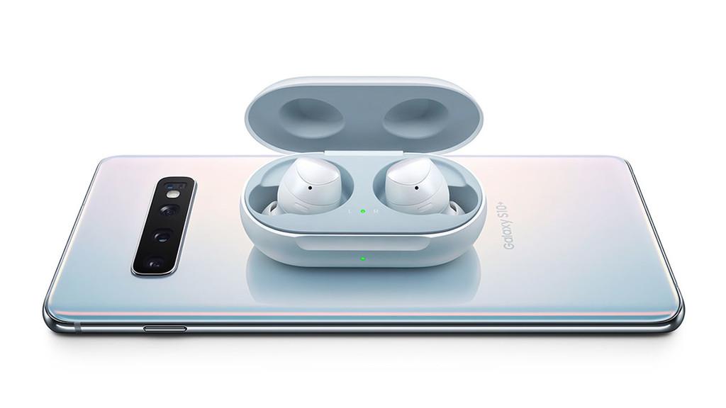 NFC crea un mas reciente estándar de recarga inalámbrica pensado para pequeños dispositivos tan auriculares y relojes inteligentes
