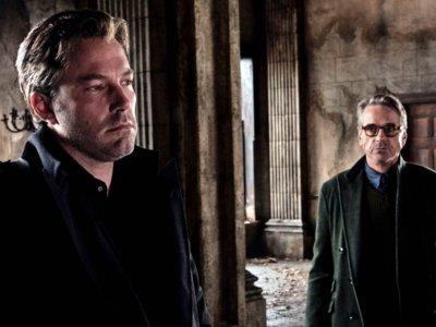 'Batman v Superman': Jeremy Irons cree que la película merece las malas críticas