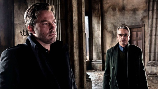 Ben Affleck y Jeremy Irons en Batman V Superman