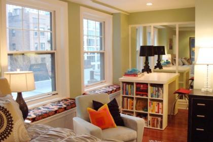 Una buena idea: Una mesa en la que guardar los libros
