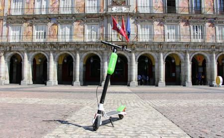 Así funciona Lime, el servicio de patinetes eléctricos compartidos y sin estaciones que ya opera en Madrid
