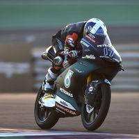 John McPhee sorprende en Argentina y lidera unos lentos entrenamientos libres en la categoría de Moto3