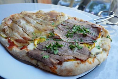 Así es la 'pinsa', el falso pero exquisito antecedente de la pizza que ya puedes probar en Madrid