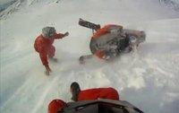 Avalancha con moto de nieve