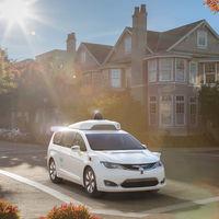 El coche de Google sigue vivo en formato monovolumen: así es el vehículo autónomo de Waymo