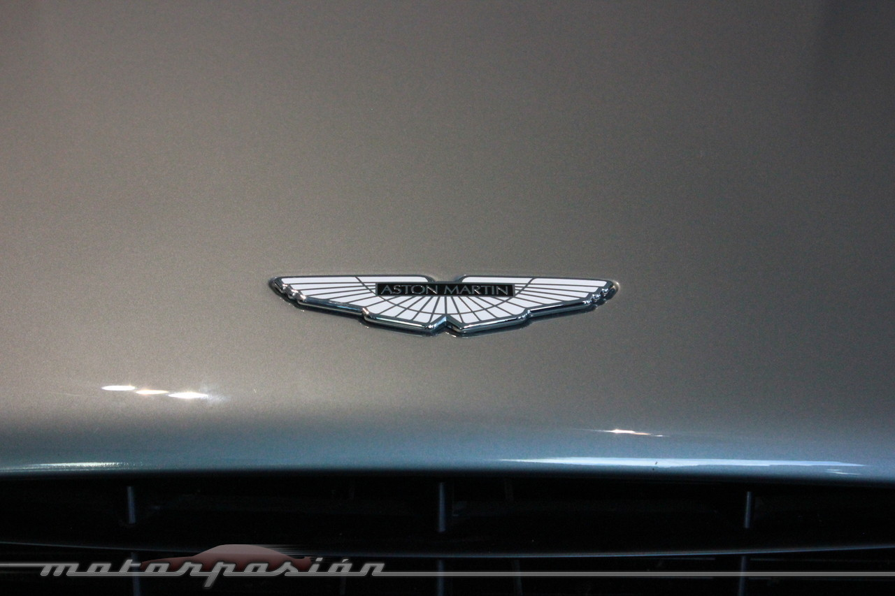 Aston Martin Vanquish 5 56