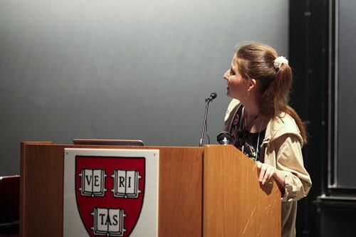 """Qué ha sido de la mujer que cambió la industria de la ciencia con 22 años: de crear el """"Pirate Bay"""" de la ciencia a ser acusada de espía rusa por EE.UU"""