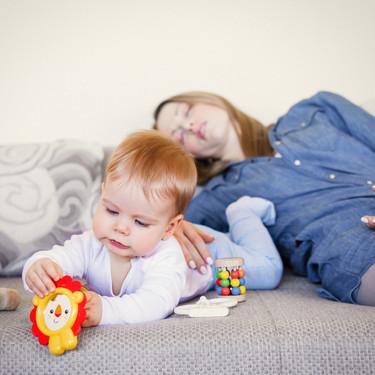 Un día en el cerebro de una madre: las cosas que hacemos, nadie nota y nos tienen eternamente cansadas